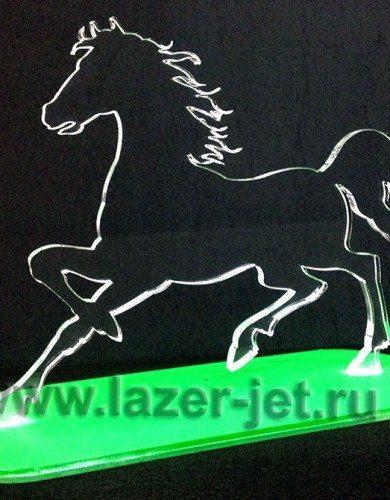 Конь сувенирный из акрила - гравировка лазером
